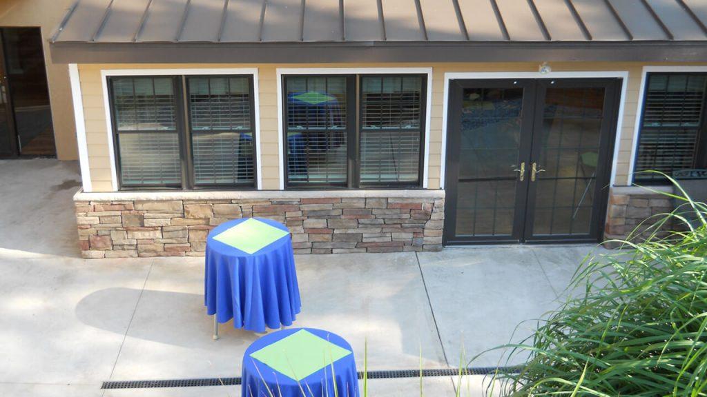 governors-center-patio